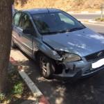 מכונית בצד הדרך לפירוק תאונה צדדית