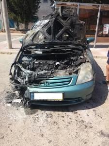 רכב שרוף מסוג הונדה עובר לפירוק